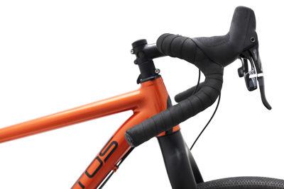 De Cross Lite is echt een hele fijne fiets, heerlijk zorgeloos knallen. Een echte Santos. Beagle bikes heeft er verschillende om te bekijken en te testen.