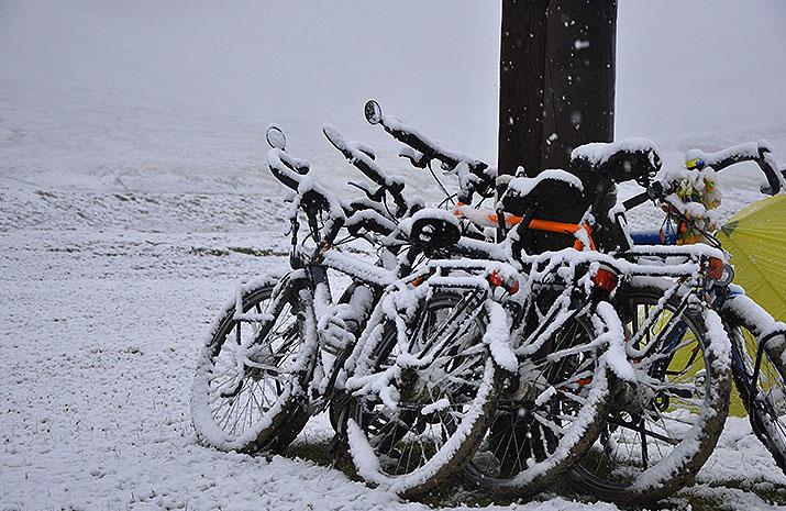 Jorma Bosch op reis in de Pamirs op de fiets. Beagle Bikes.