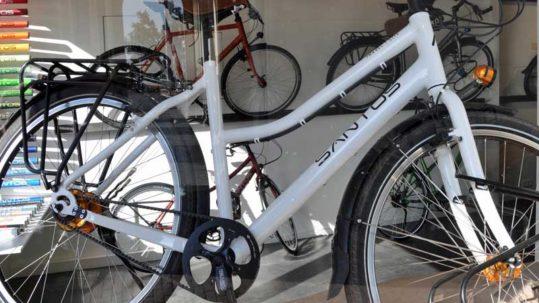 Beagle Bikes etalage in Utrecht. Santos World Store.