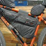 Santos Cross Lite met Jerrycan van Revelate Designs bij Beagle Bikes