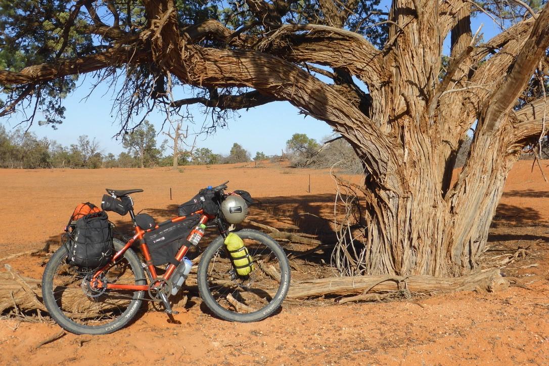 Cross Lite johan in Australie. Bikepacking.